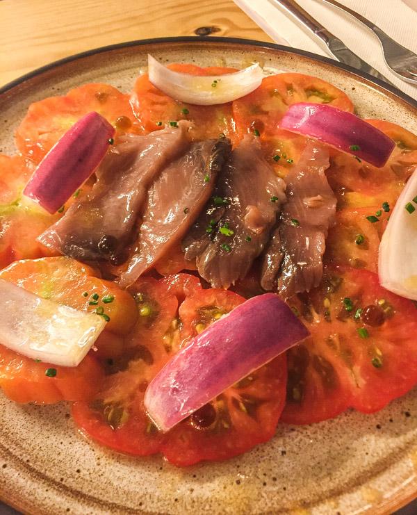 Organic tomatoes with tuna